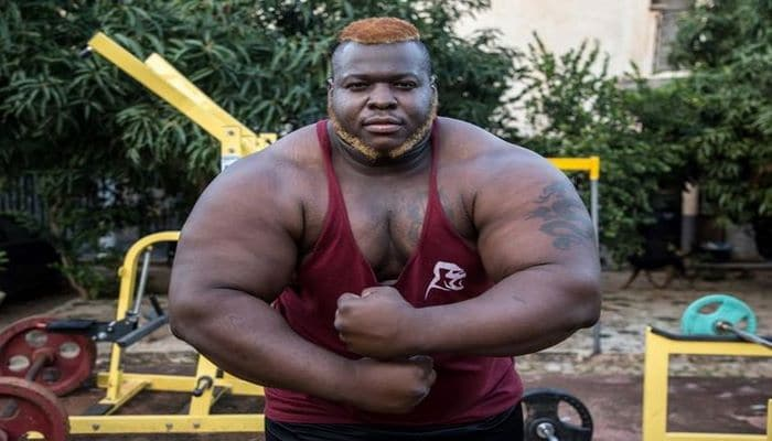Afrikanın ən güclü adamı:Gündə səkkiz toyuq yeyirəm