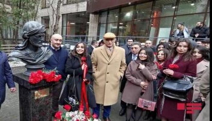 Лейла Алиева на открытии бюста Насими в Москве