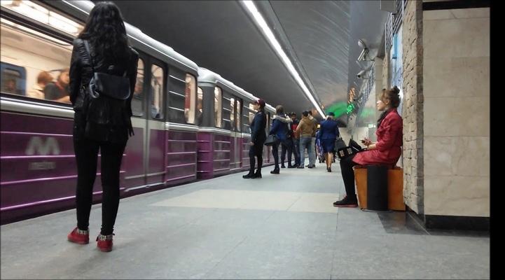 Bakı metrosunda həyəcan - Sərnişinlər vaqonlardan təxliyə olundular - Rəsmi