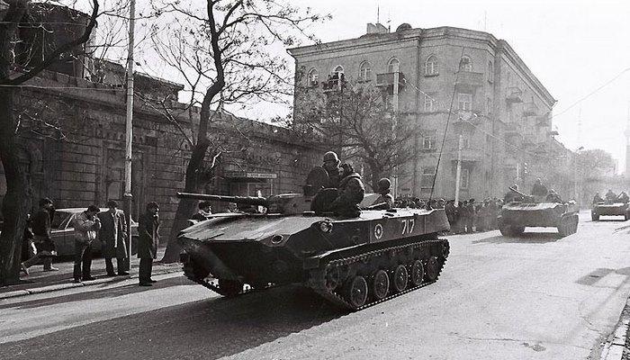 Январь,1990: Танки, бронетехника на улицах Баку (ФОТО)