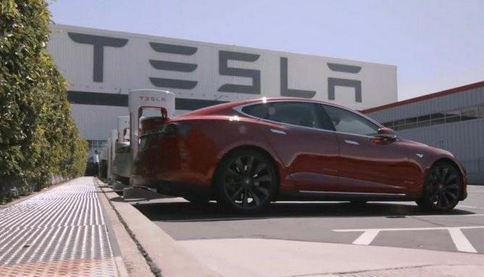Tesla elektrikli avtomobillərdən imtina etdi