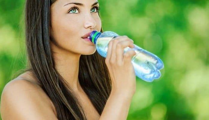 Эксперты назвали самые главные причины пить много воды