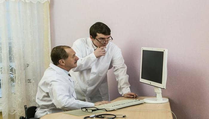Четыре ранних симптома образования раковой опухоли в желудке перечислили врачи