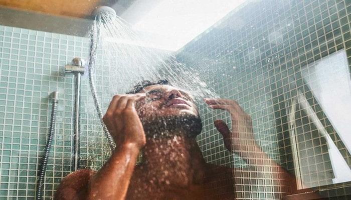 İsti duş hansı insanlara zərərlidir