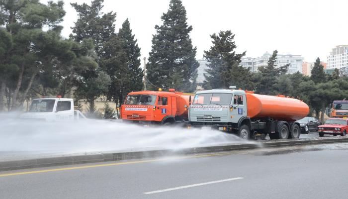 В Баку проводится дезинфекция более 150 основных улиц и проспектов