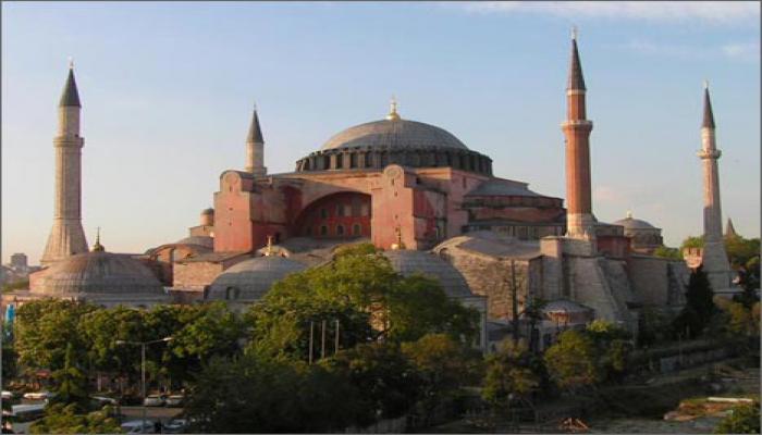 В Стамбуле под Айя-Софией появились трещины