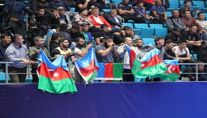 Qazaxıstandakı səfirlik Azərbaycan güləşçilərinə finalda dəstək verəcək