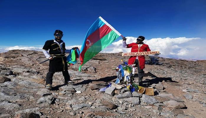 Azərbaycan alpinistləri Akonkaqua zirvəsində