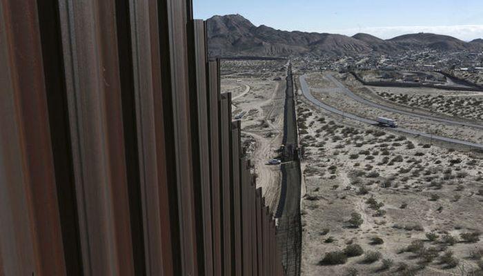 Трамп показал строящуюся на границе с Мексикой стену