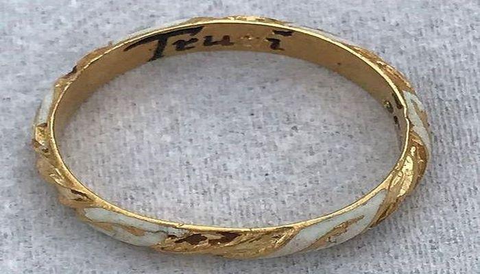 Пенсионерка нашла кольцо времен Шекспира