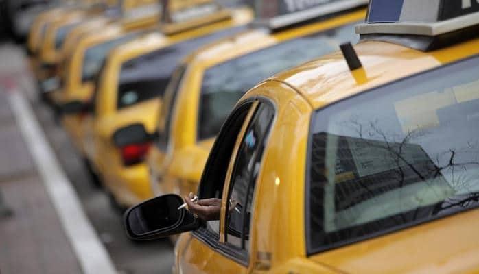 Парламент принял проект, предусматривающий штраф за курение в такси