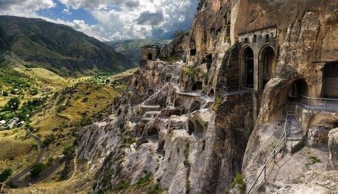 В Грузии закрыли монастырь в пещерах VIII века из-за угрозы обрушения