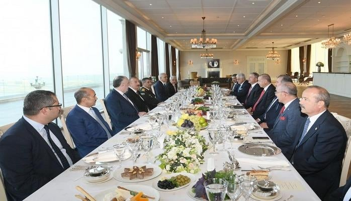 Состоялся совместный рабочий обед президентов Aзербайджана и Турции