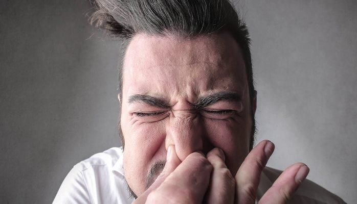 Asqırarkən bu hərəkəti QƏTİYYƏN etməyin - Ağciyər partlaması, beyin qanaması...