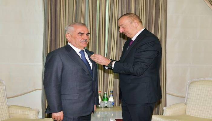 """Prezident İlham Əliyev Vasif Talıbova """"Şərəf"""" ordenini təqdim edib"""