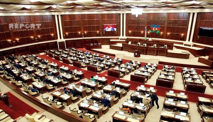 Первый заместитель председателя Милли Меджлиса сделал депутатам очередное замечание