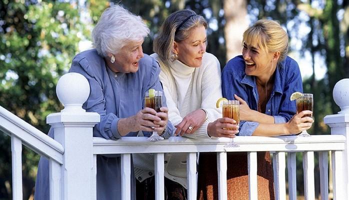 Продолжительность жизни женщины зависит от возраста матери