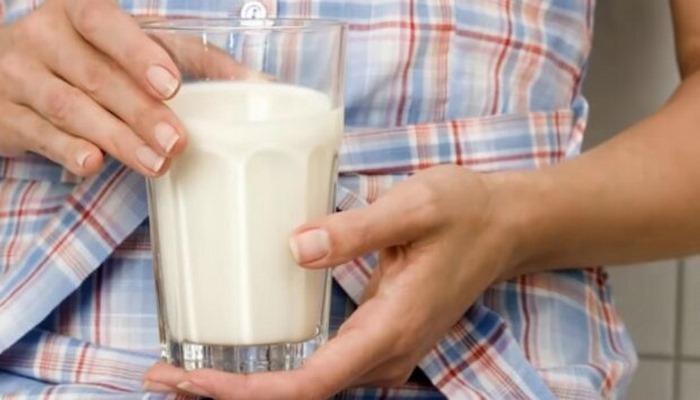 Названы два молочных продукта, которые нельзя употреблять перед сном. А многие так делают