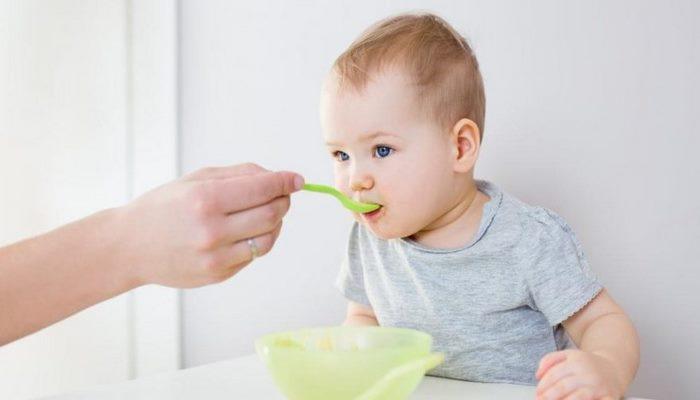 Bebek reflüsü nasıl anlaşılır? Belirtileri ve tedavisi…