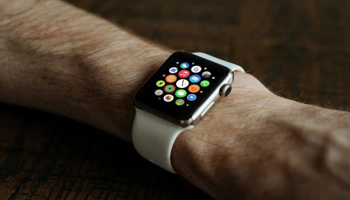 """Аналитики назвали самые популярные в мире """"умные"""" часы"""