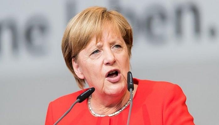 Merkel Avropadakı qaçqın qəbulu sistemini tənqid edib