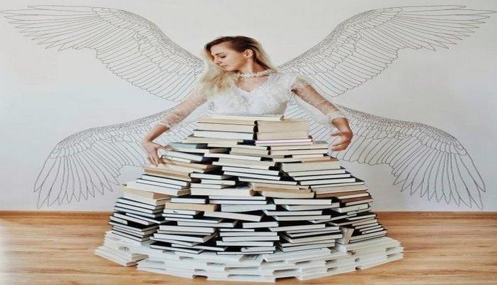 Любительница чтения создаёт из своих книг целые сюжеты