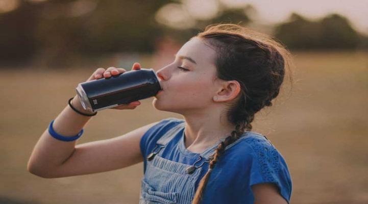 4-5 yaşlı uşağa enerji içkisi verən valideyn hara baxır?