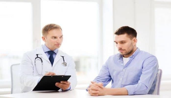Медики перечислили важные симптомы рака у мужчин