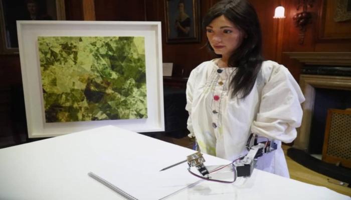 Unikal texnologiya: ilk robot rəssam gözəl tablolar yaradır