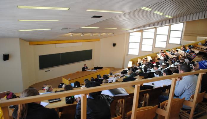 Азербайджан планирует отправить в зарубежную докторантуру около 100 человек