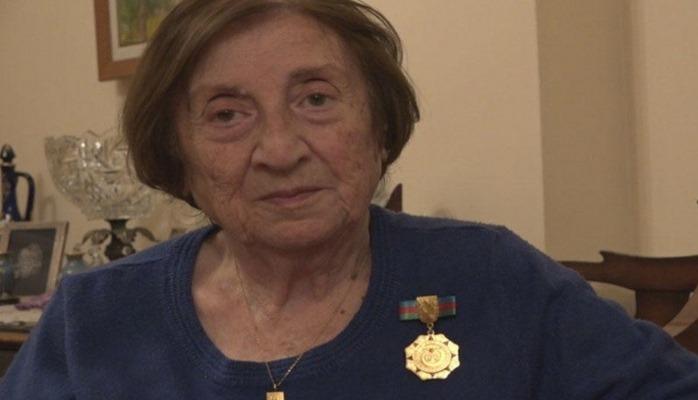 Leyla xan Xoyski: İlk beş üçrəngli Azərbaycan bayrağından biri bizim evimizdə idi