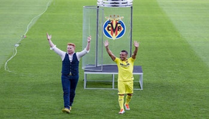 İspaniya klubu yeni transferini qeyri-adi formada təqdim edib
