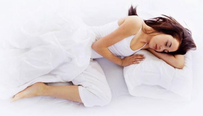Кардиолог назвал опасные позы для сна
