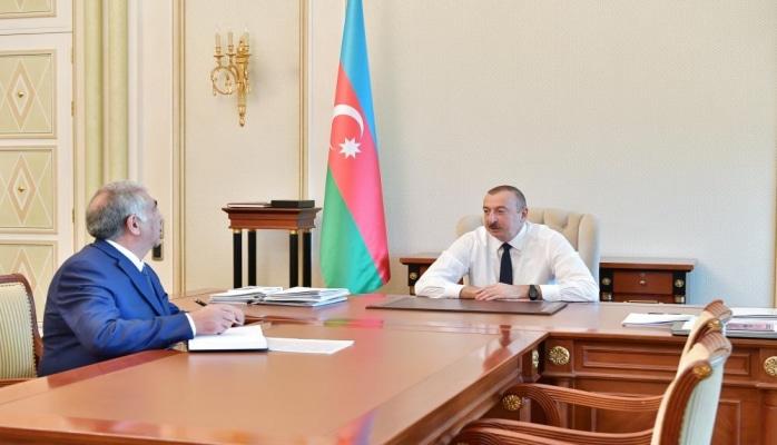 Президент Ильхам Алиев: Межпоселковые и внутрипоселковые дороги Баку должны быть отремонтированы, проложены новые дороги