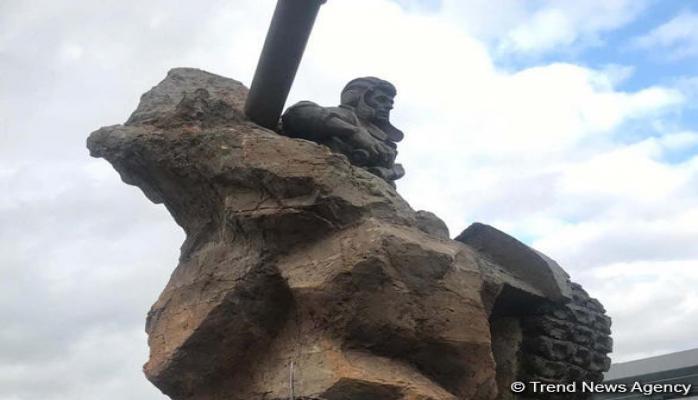 В Баку официально открыт памятник Национальному герою Азербайджана Альберту Агарунову