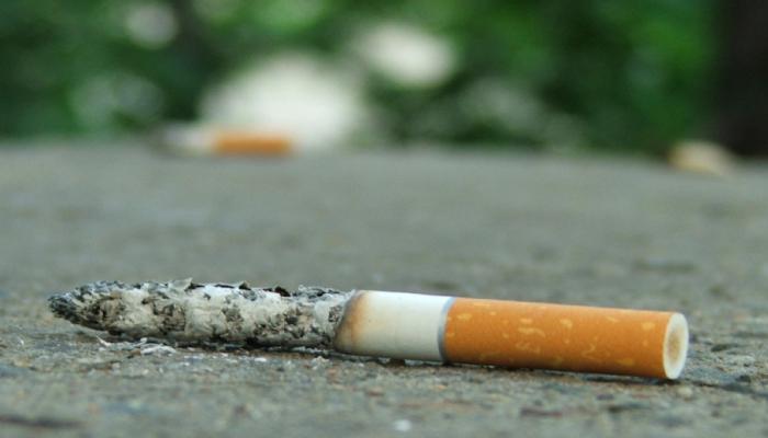 В Португалии с сентября курильщиков будут штрафовать за окурки