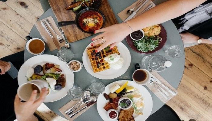 4 способа избавиться от привычки переедать на выходных
