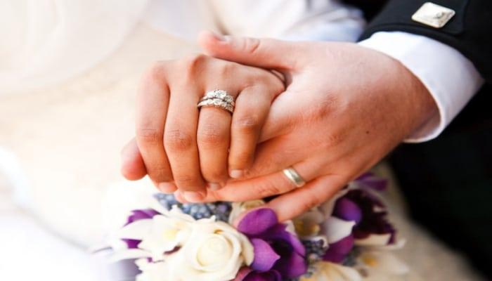 Запрещено справлять дни рождения и свадьбы на дому