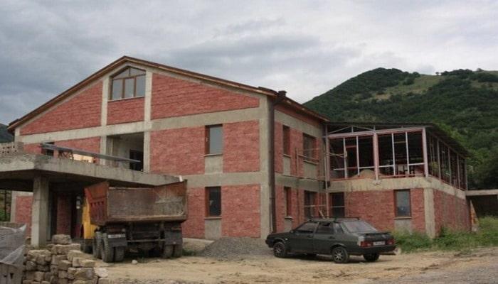 Ermənilər Laçında yeni xəstəxana inşa edir