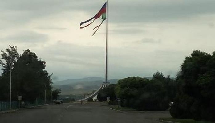 Qazaxda bayrağımız bu halda