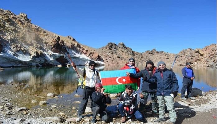 Azərbaycanlı alpinistlər Savalan dağının ən yüksək zirvəsində