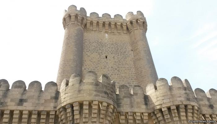 В Азербайджане в ближайшие месяцы начнется реставрация средневековых крепости и мечети