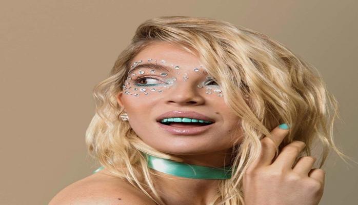 Цветные зубы — новый бьюти-тренд, от которого придёт в ужас ваш стоматолог