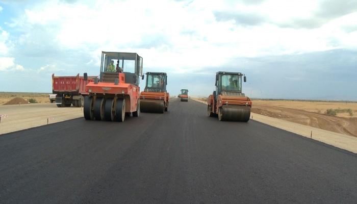 К лету в Азербайджане завершится строительство 100-километрового участка новой магистрали