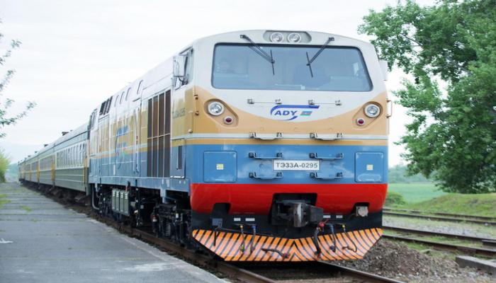 Длинный поезд из Турции в Азербайджан оправлен по БТК