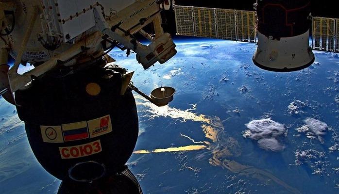 Kosmosdan Yer kürəsi, arxiv şəkliRusiya kosmosa şüşədən hazırlanmış kürə göndərəcək
