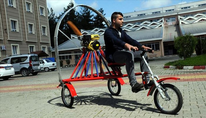 Atıl malzemelerden 'paramotorlu bisiklet'