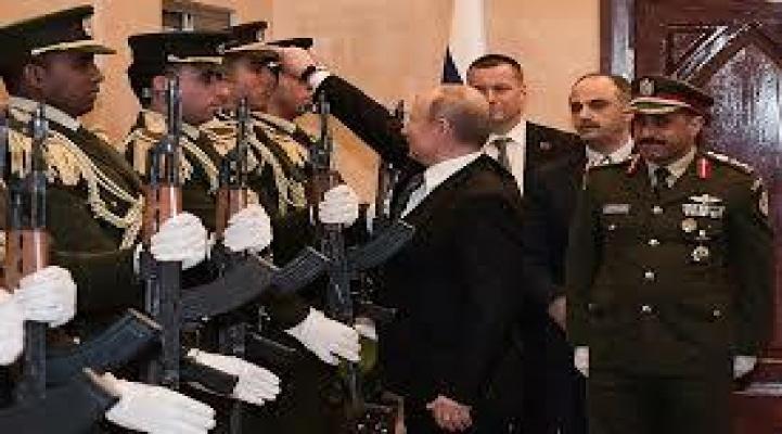 Putin qvardiyaçının papağını yerdən qaldırdı və...