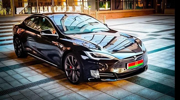 Lukaşenko Teslanı ilk Belarus elektrik avtomobili ilə müqayisə edəcək