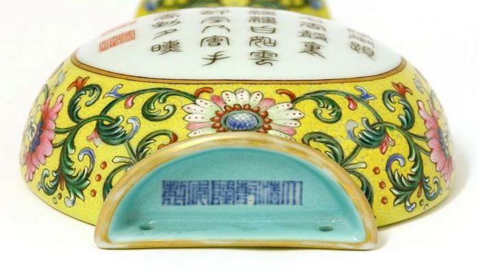 Купленная за бесценок ваза оказалась собственностью китайских императоров